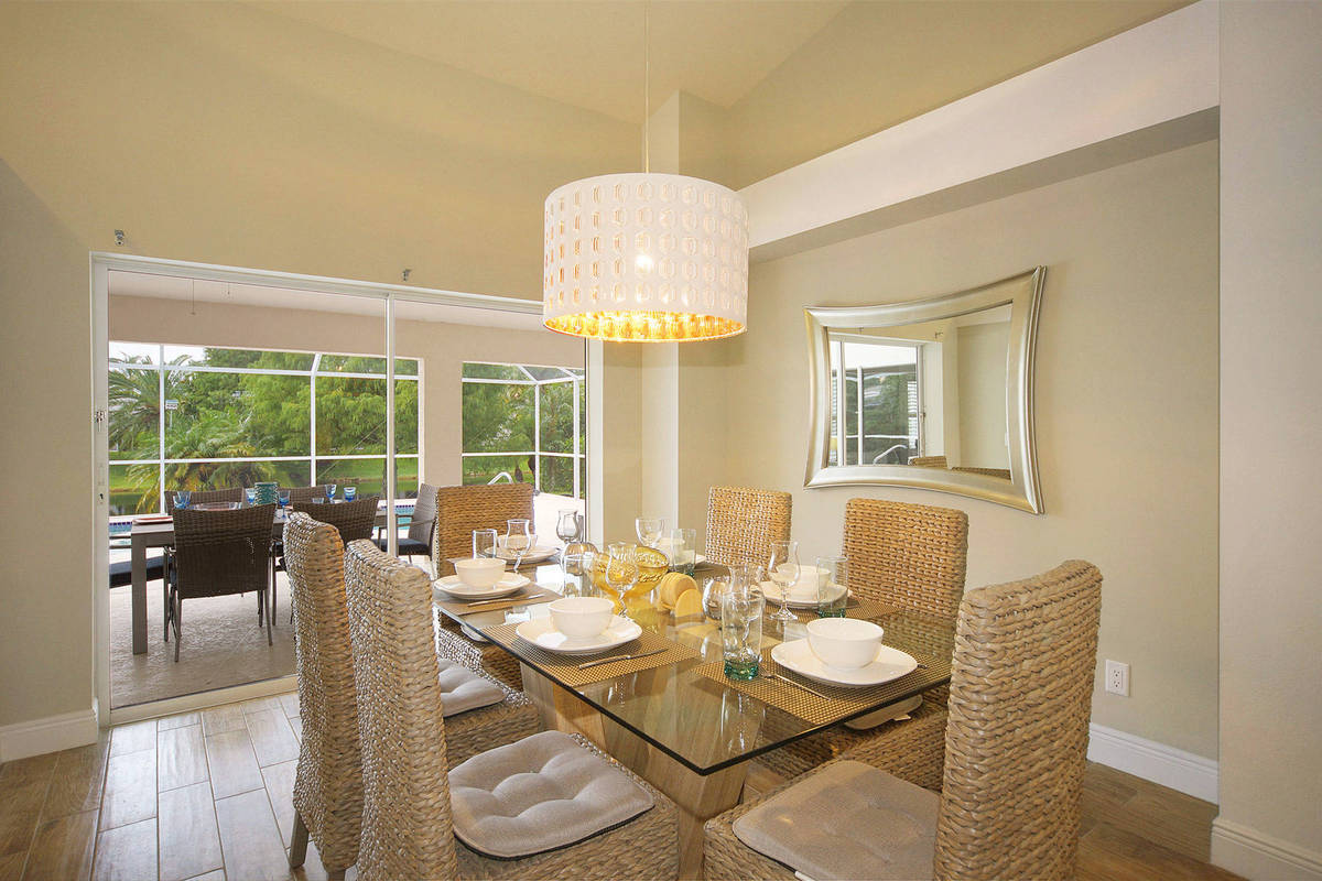 Villa Rose Garden dinning table - Cape Coral Vacation Rental