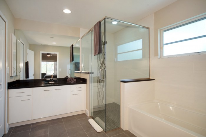 Villa Sunrise master bathroom - Cape Coral Vacation Rental