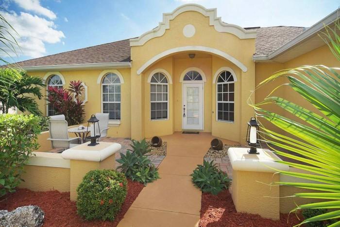 Villa Sunshine front entrance - Cape Coral Vacation Rental