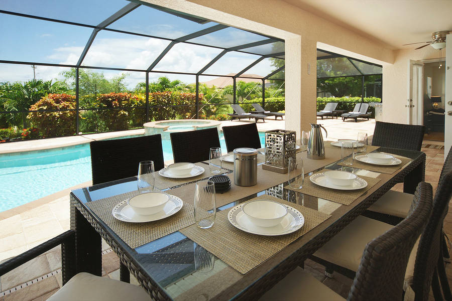 Villa Blue Horizon outside dinning - Cape Coral Vacation Rental