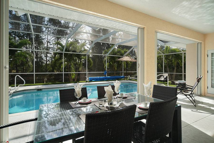 Villa Malibu outside dinning table - Cape Coral Vacation Rental