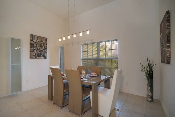 Villa Malibu dinning table - Cape Coral Vacation Rental