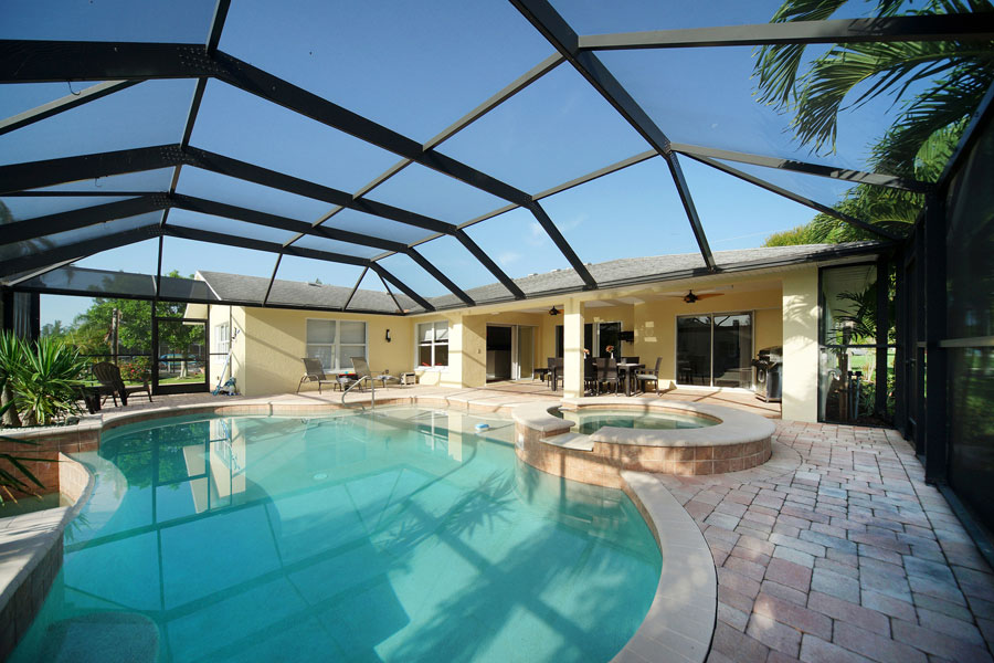 Villa Sunrise pool and jacuzzi - Cape Coral Vacation Rental